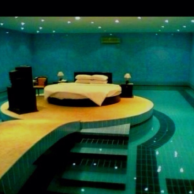 Awesome bed dream house gonna be epic pinterest for Swimming pool room ideas