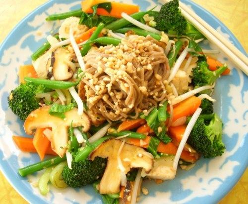 Peanut Noodles & Spicy Garlic Veggies | Recipes From My Blog Delishyt ...