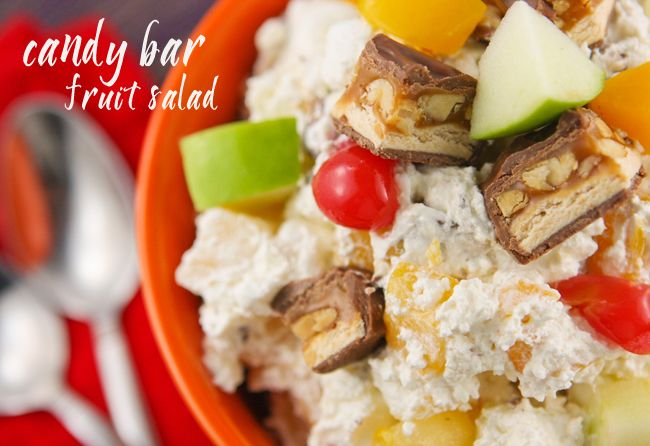 ... are a few ingredients in this Candy Bar Fruit Salad! | pipandebby.com