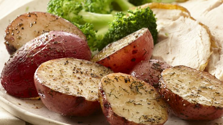 Roast potatoes with garlic, dill and black pepper for an easy ...