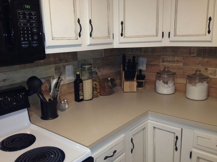 kitchen backsplash made from recycled pallets