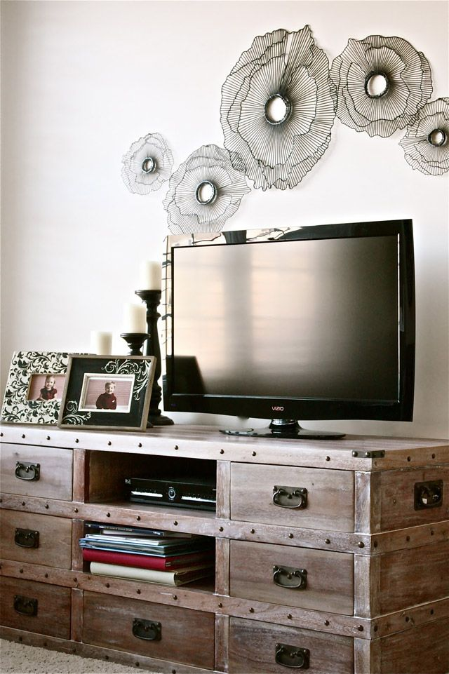Decorating above a tv for Above tv decor