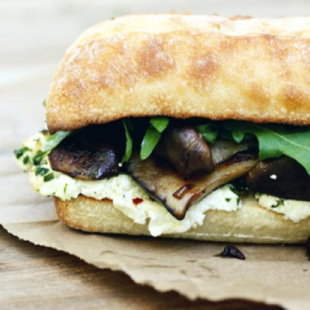 Eggplant and mozzarella sandwich. Yum. | Comidas y bebidas | Pinterest