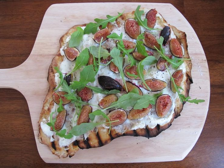 Grilled Fig, Goat Cheese, and Arugula Pizza
