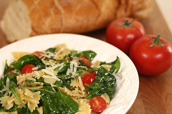 Pasta with Fresh Spinach, Tomatoes and Roasted Garlic.....I'm making ...