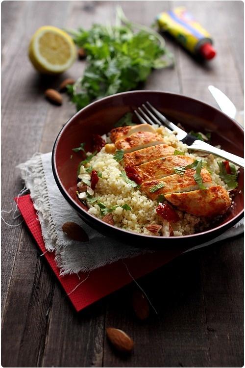 Salade de semoule au poulet mariné à l'harissa
