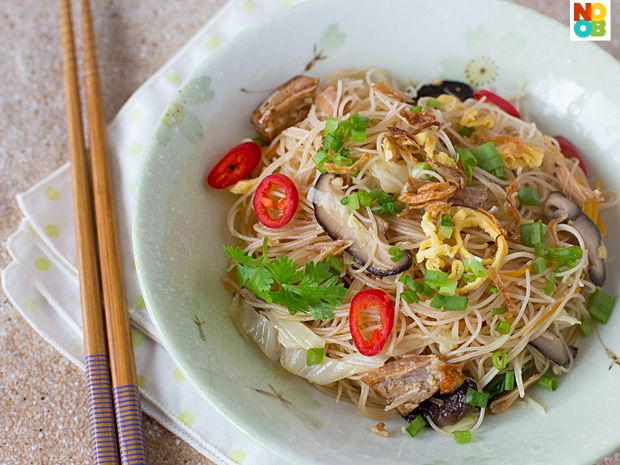 Fried Bee Hoon with Canned Stewed Pork Recipe