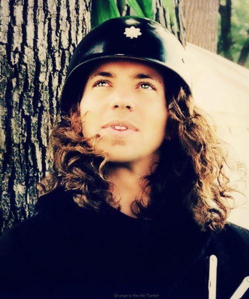 Eddie Vedder | Music is my Aeroplane | Pinterest Young Eddie Vedder