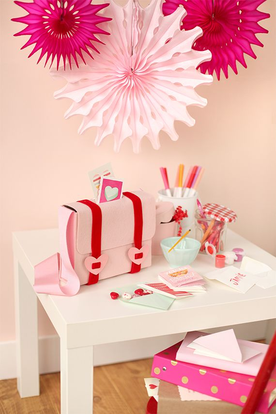 No-Sew Valentine Mail Bag : cutest thing I've ever seen!!! Perfect alternative to the traditional mailbox for valentines!