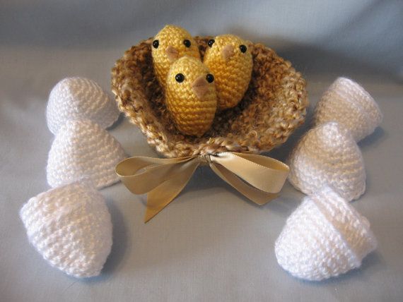 Amigurumi Baby Chicks : Crochet Amigurumi Hatching Baby Chicks In A Nest