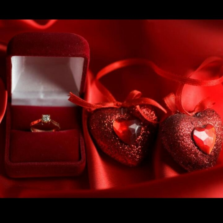 valentines day ring with heart box image