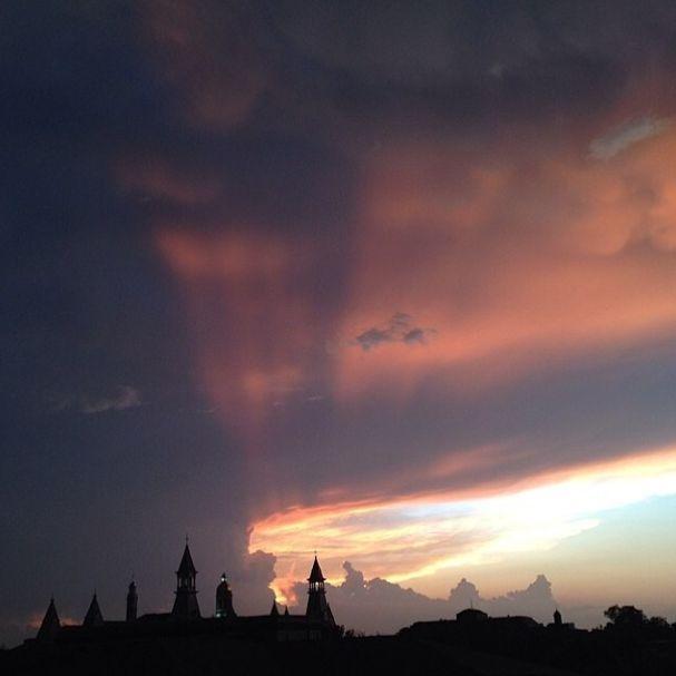 Another amazing sunset over the #Baylor University campus. (via bayloruniversity / kevinjrutledge on Instagram)