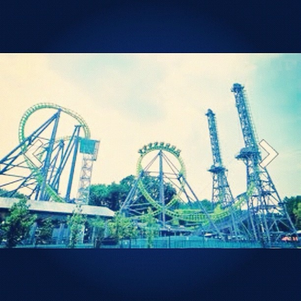 six flags new england opening day