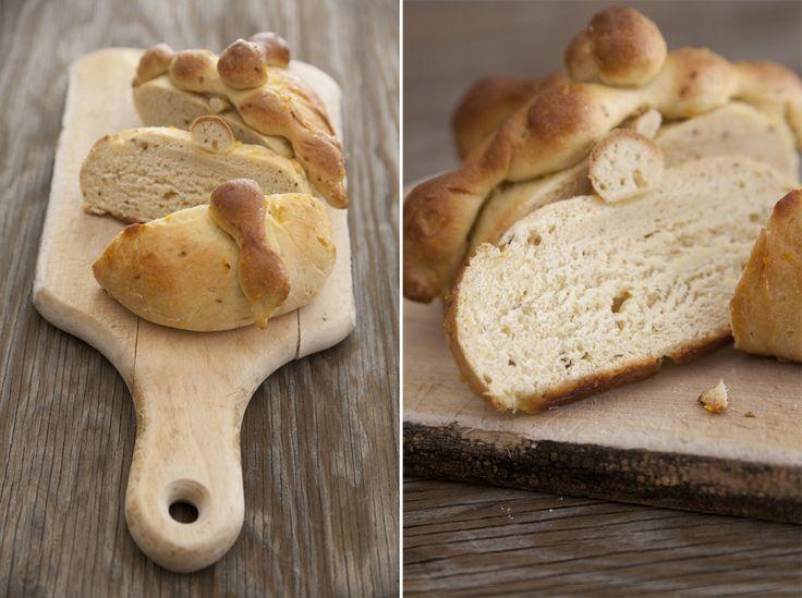Pan de Muerto (bread of the dead) for Día de los Muertos.