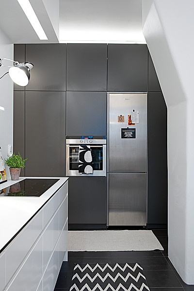 cuisine mur de placards frigo encastr d co maison. Black Bedroom Furniture Sets. Home Design Ideas