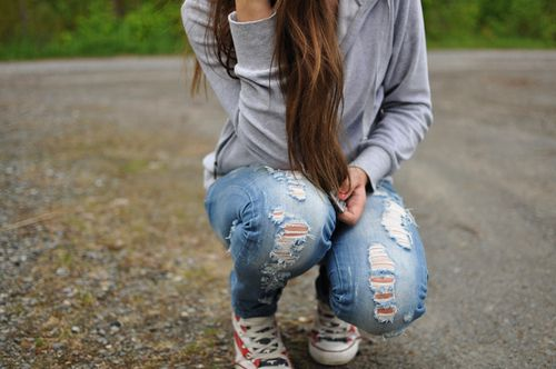 ripped jeans, sneaks, comfy top