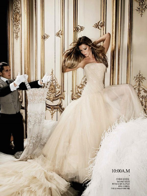 Timeless| Gisele Bündchen by Karl Lagerfeld In 24-Hour Couture