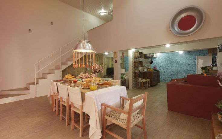 Sala de jantar e cozinha conjugadas e bastante amplas