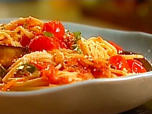 Spaghetti with Roasted Eggplant and tomatoes. This be a perfect summer ...