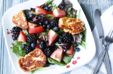 Triple Berry Salad with Halloumi | Recette fruit | Pinterest