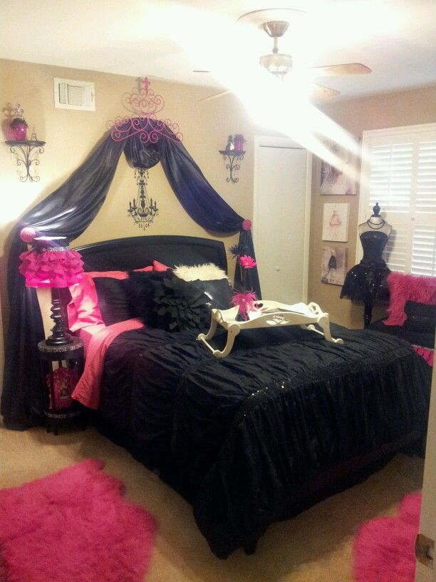 Pin by jessica gomez on bedroom pinterest for Black and white and pink bedroom ideas
