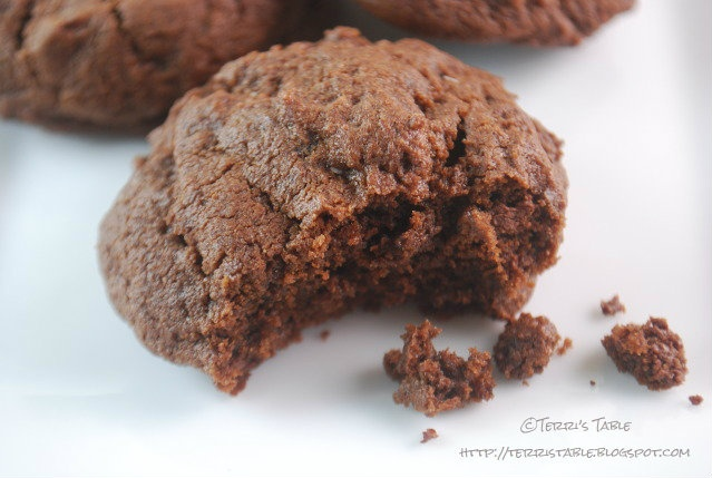 ... chocolate cookies laced with vanilla, cinnamon, Ancho chili powder and