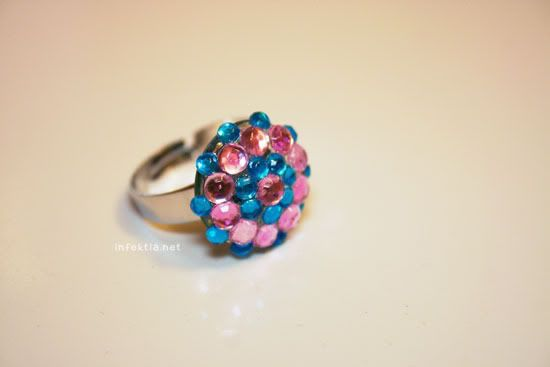 Pink and blue ring!  http://www.infektia.net/diy-rings/