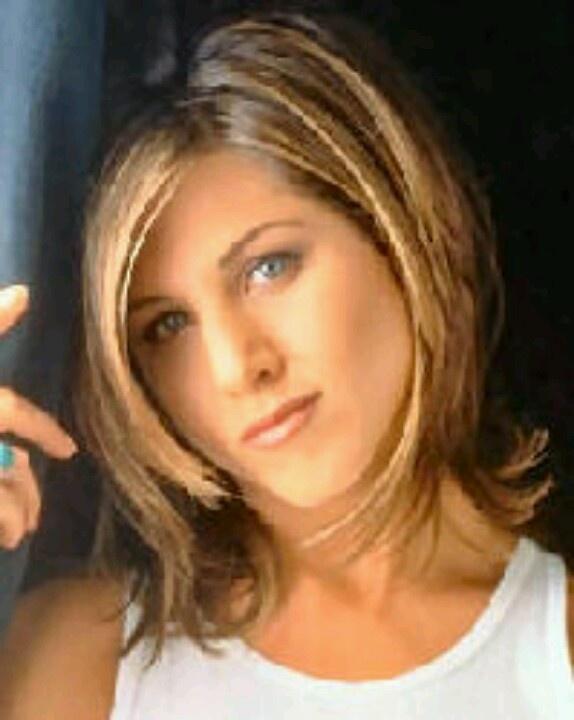 Jennifer Aniston short hair look