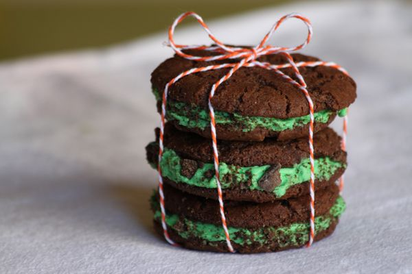Homemade Thin Mint Oreos ~ I consider chocolate and mint to be one of ...