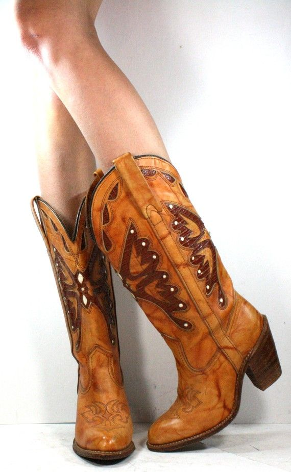 Okay, I might be a little late on the cowboy boots trend, but I still think they look so cute with the right outfit.  These vintage boots are at Grannyvintageshoes on Etsy #grannyvintageshoes #etsy #cowboyboots #vintage
