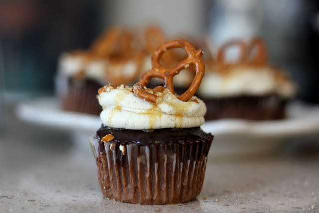 Chocolate Caramel Pretzel Cupcakes | Sweets | Pinterest