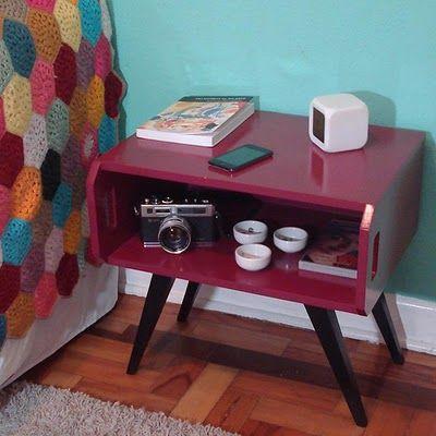 http://www.blogdacarmensitas.com.br/#criado mudo caixote de madeira com pés