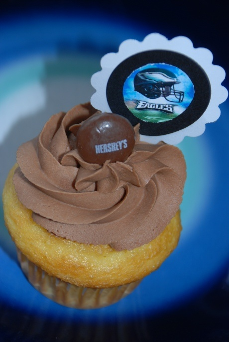 yellow cupcake filled with a Hershey's Kiss and Chocolate Fudge ...