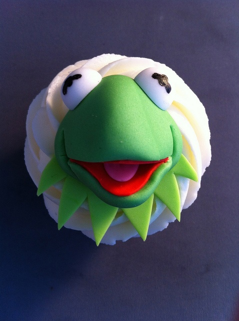 Kermit by zoeycakes, via Flickr. Lots of Muppet cupcakes here...including Walter!!!