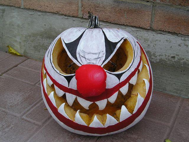 Clown pumpkin carnival halloween camping pinterest for Creepy clown pumpkin stencil