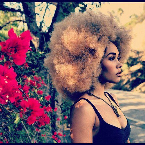That hair color is sooo bold. Raaahhhk Staaaah