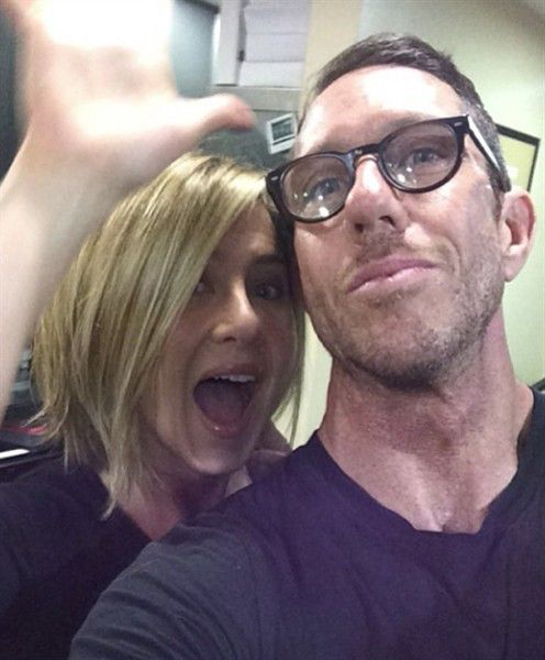 Jennifer Aniston shows off bob haircut in fun new photo | Story ...