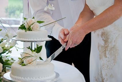 How To Treat Fresh Flowers Before Putting Them On A Cake Thumbnail