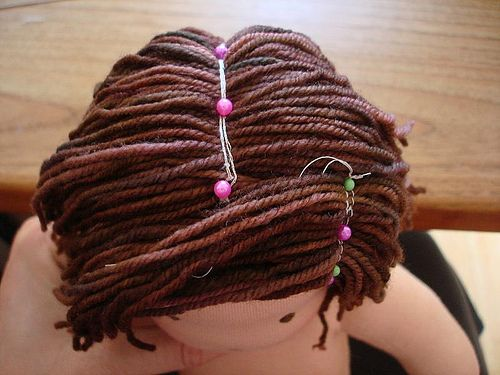 Sewing yarn-hair to dolls, basic layers. Dolls Pinterest