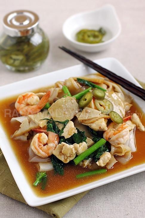 Rad Na-- Thai Flat Noodle with Gravy   Eat Clean   Pinterest