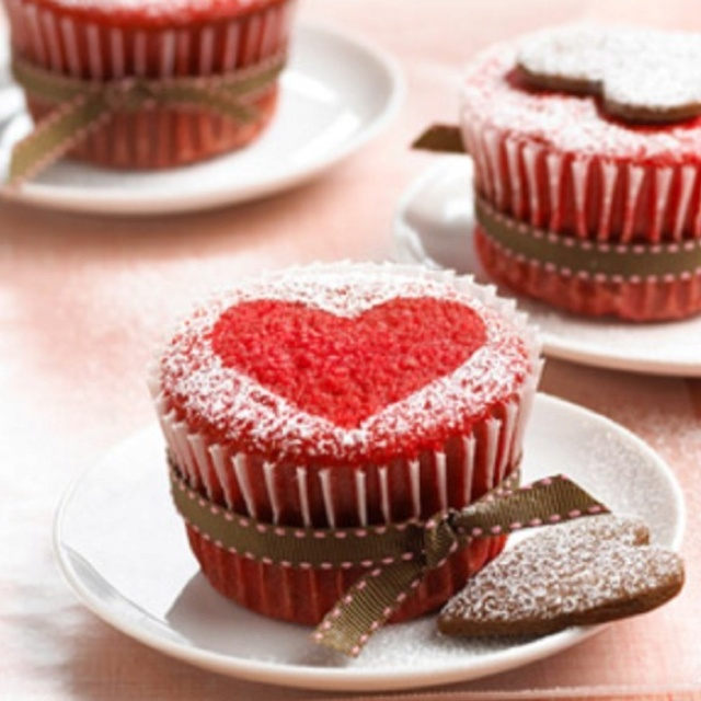 valentines red velvet cheesecake