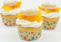 Peach Cobbler Cupcakes & Whipped Cream Icing | Recipe
