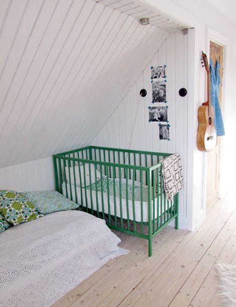 Corner crib