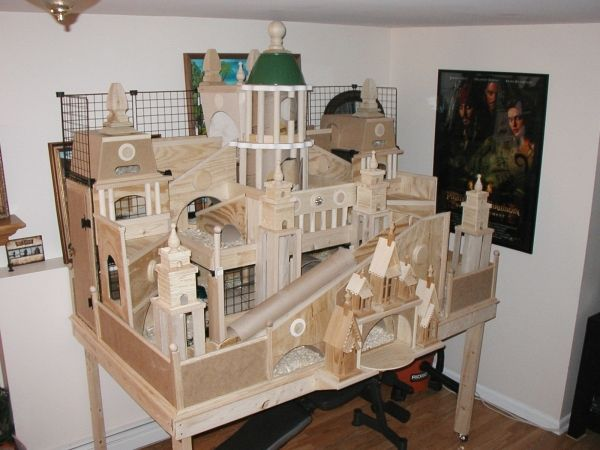 Wooden palace guinea pig cage ideas cavy diy pinterest for Wooden guinea pig cage