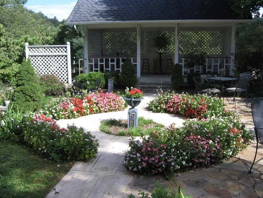 Front yard courtyard garden ideas pinterest for Front yard patio courtyard