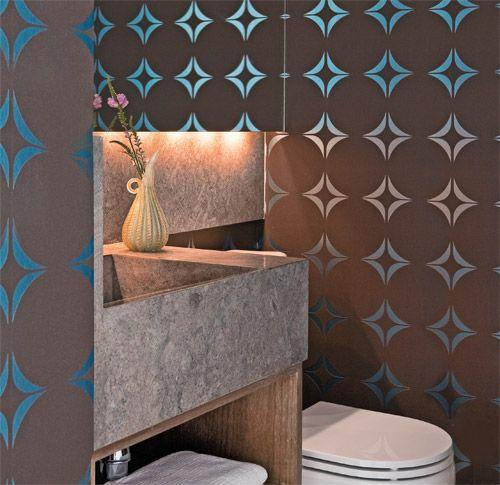 Lavabos no capricho. papel de parede marrom com padrão azul-metalizado (Wallcovering)