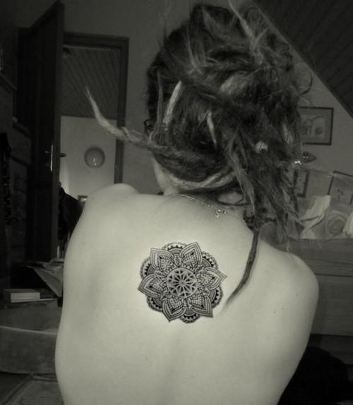 Tatouage fleur mandala dos tattoo art pinterest - Tatouage mandala dos ...