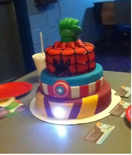 avenger-birthday-party-theme-cakes-cupcakes-mumbai-3    http://cakesandcupcakesmumbai.com/2012/12/10/avengers-birthday-party-theme-cakes-cupcakes-mumbai/#