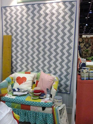 wow. free chevron quilt pattern from Moda for those who have sewing skills. ;D