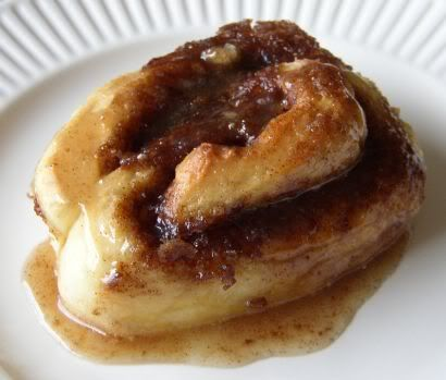 Yummy, gooey, cinnamon roll. | Yummy! | Pinterest